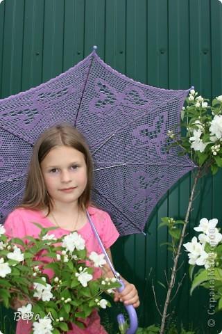 Нюся с новым зонтиком. Возьмем с собой на море, ещё сфотографируемся фото 2