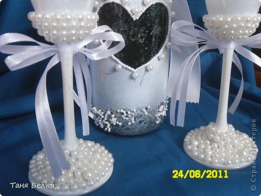 Вот такой набор сделала недавно на свадьбу ))) невеста была в восторге. Идея для декора фужеров взята из интернета (автора не помню) фото 6