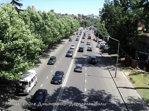 С ветерком по Тбилиси мы немного проехались для Вас на видео.  А вот такие скалы у нас вдоль почти всей дороги! фото 2