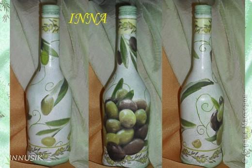 """Бутылочка """"Олива"""". Бутылка, мотивы 2-х салфеток, клей ПВА, грунт (акриловая интерьерная краска), акриловые краски для подрисовки, лак акриловый и паркетный алкидный. Бутылочку можно использовать по назначению))) фото 1"""