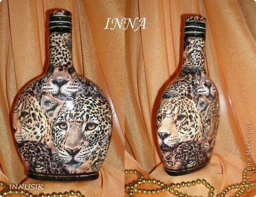 """Бутылочка """"Олива"""". Бутылка, мотивы 2-х салфеток, клей ПВА, грунт (акриловая интерьерная краска), акриловые краски для подрисовки, лак акриловый и паркетный алкидный. Бутылочку можно использовать по назначению))) фото 3"""