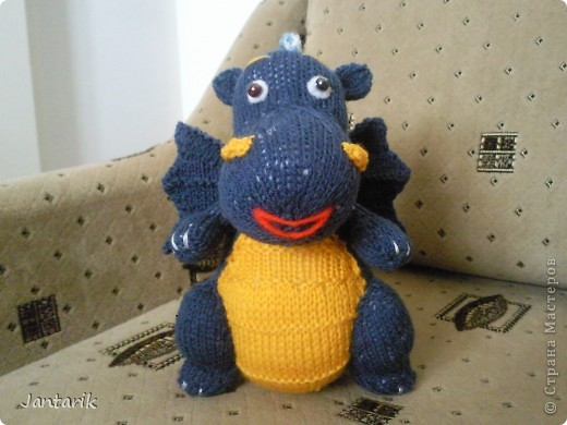 Дракоша создан по МК авторской игрушки larisa1122. Очень уж он мне понравился. Вот такой я в анфас. фото 1