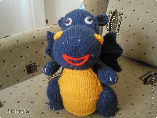 Дракоша создан по МК авторской игрушки larisa1122. Очень уж он мне понравился. Вот такой я в анфас. фото 6
