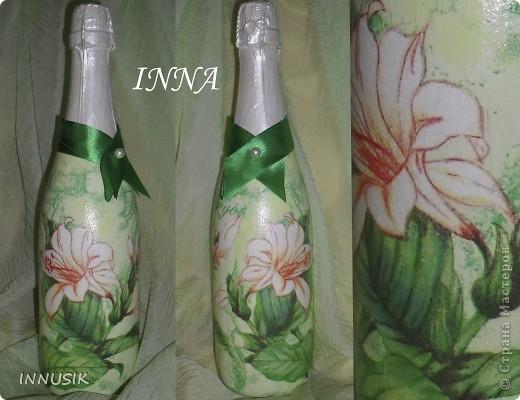"""Бутылочка """"Олива"""". Бутылка, мотивы 2-х салфеток, клей ПВА, грунт (акриловая интерьерная краска), акриловые краски для подрисовки, лак акриловый и паркетный алкидный. Бутылочку можно использовать по назначению))) фото 4"""