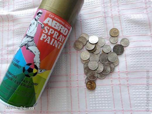 Вот оно какое денежное дерево, сделала подружке в подарок на День Рождения! Что бы сделать такое же, вам понадобится: - сувенирные банкноты, у кого есть возможность, можно взять и настоящие :) - газета - любая палочка (для ствола) - шпагат - кашпо - алебастр - супер клей, или жидкие гвозди - монетки (в моем случае это настоящие 1, 5 и 10 копеек)  фото 10