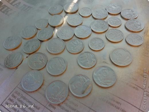 Вот оно какое денежное дерево, сделала подружке в подарок на День Рождения! Что бы сделать такое же, вам понадобится: - сувенирные банкноты, у кого есть возможность, можно взять и настоящие :) - газета - любая палочка (для ствола) - шпагат - кашпо - алебастр - супер клей, или жидкие гвозди - монетки (в моем случае это настоящие 1, 5 и 10 копеек)  фото 12