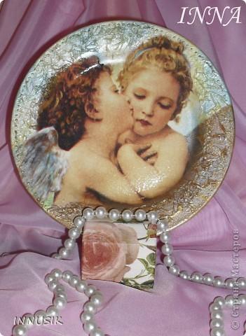 """Если прислушаться к музыке сердца,  И на мгновенье забыть о делах,  Ты, приоткрыв бесконечности дверцу,  Ангела света узришь в небесах...   ДЕКОРАТИВНАЯ ТАРЕЛОЧКА """"АНГЕЛЫ СВЕТА"""". фото 1"""