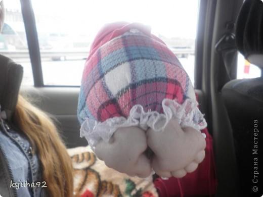 """Всім привіт ! Я домовушка. Їду у подарунок на день народження, тому фотосесія проходить прямо у машині. Ця бабуся повторюшка. Я була на ляльковій виставці """"Київська казка"""" у Києві і побачила таку лялечку. Робота належала Ользі Рубцовій. Домовушка мені сподобалася і схотілося собі таку зробити. фото 3"""