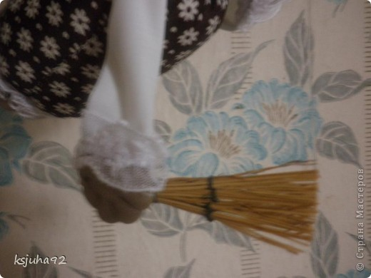 Привіт ! Представляю вам ще одну бабульку - домовушку. Це бабуся - господиня, яка дбає про чистоту і порядок у домі. фото 4