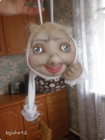Привіт ! Представляю вам ще одну бабульку - домовушку. Це бабуся - господиня, яка дбає про чистоту і порядок у домі. фото 5
