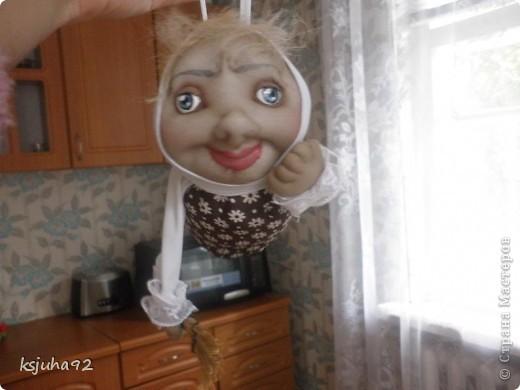 Привіт ! Представляю вам ще одну бабульку - домовушку. Це бабуся - господиня, яка дбає про чистоту і порядок у домі. фото 6