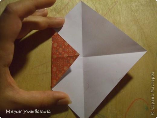 Понадобиться бумага для скрапбукинга (здесь взята не очень плотная бумага,односторонняя).  Я брала обычный стандартный лист 30х30 и делила его на 9 одинаковых квадратов 10х10 см. Это один из них, для простой коробочки понадобиться 8 квадратов (4 на крышку и 4 на дно коробки).  фото 5
