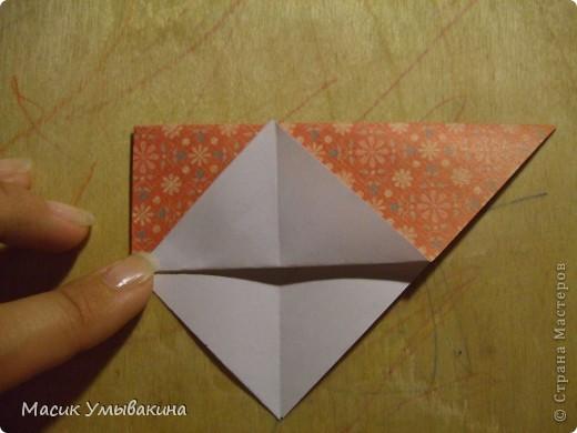 Понадобиться бумага для скрапбукинга (здесь взята не очень плотная бумага,односторонняя).  Я брала обычный стандартный лист 30х30 и делила его на 9 одинаковых квадратов 10х10 см. Это один из них, для простой коробочки понадобиться 8 квадратов (4 на крышку и 4 на дно коробки).  фото 8