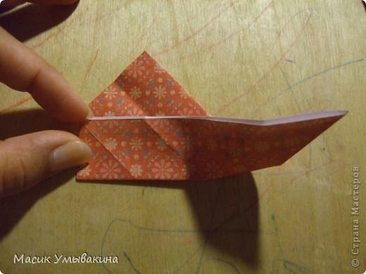 Понадобиться бумага для скрапбукинга (здесь взята не очень плотная бумага,односторонняя).  Я брала обычный стандартный лист 30х30 и делила его на 9 одинаковых квадратов 10х10 см. Это один из них, для простой коробочки понадобиться 8 квадратов (4 на крышку и 4 на дно коробки).  фото 14