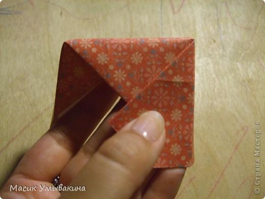 Понадобиться бумага для скрапбукинга (здесь взята не очень плотная бумага,односторонняя).  Я брала обычный стандартный лист 30х30 и делила его на 9 одинаковых квадратов 10х10 см. Это один из них, для простой коробочки понадобиться 8 квадратов (4 на крышку и 4 на дно коробки).  фото 19