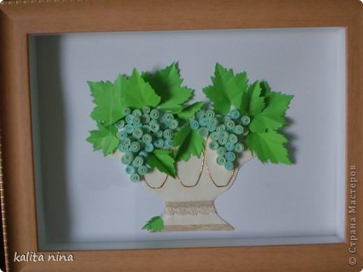 ваза с гроздьями винограда