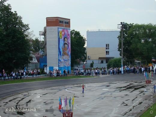 В Арзамасе прошел праздник с благотворительными футболом между московскими артистами и нижегородской властью, деньги от которого были отданы больным детям . фото 1