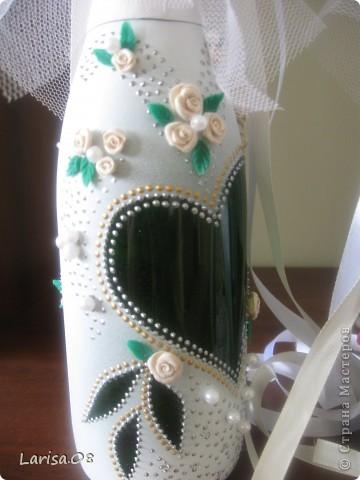 Милые мастерицы, представляю на Ваш суд новую веху в моем творчестве...Вдохновилась благодаря Вам, дорогие мои, за что огромное спасибо!!! Давно собиралась попробовать декорировать бутылочки...сделала одну..., пригласила подругу в гости...а далее пошли заказы. Эта парочка бычков уехала на свадьбу в Красноярский край. Мне очень приятно, что молодожены остались довольны!!! Колясочка с ребеночком - это салфетка, так что декупажу я не изменяю...полюбился очень. Материалы все те же, лак сверху не использовала, т.к. акрил держится очень хорошо. Хотелось-бы узнать Ваше мнение, рада буду любым советам, заранее благодарна! фото 2