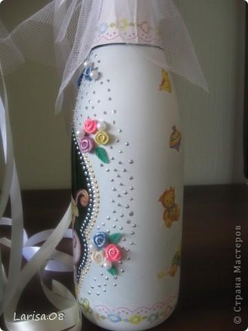 Милые мастерицы, представляю на Ваш суд новую веху в моем творчестве...Вдохновилась благодаря Вам, дорогие мои, за что огромное спасибо!!! Давно собиралась попробовать декорировать бутылочки...сделала одну..., пригласила подругу в гости...а далее пошли заказы. Эта парочка бычков уехала на свадьбу в Красноярский край. Мне очень приятно, что молодожены остались довольны!!! Колясочка с ребеночком - это салфетка, так что декупажу я не изменяю...полюбился очень. Материалы все те же, лак сверху не использовала, т.к. акрил держится очень хорошо. Хотелось-бы узнать Ваше мнение, рада буду любым советам, заранее благодарна! фото 7