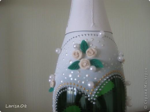 Милые мастерицы, представляю на Ваш суд новую веху в моем творчестве...Вдохновилась благодаря Вам, дорогие мои, за что огромное спасибо!!! Давно собиралась попробовать декорировать бутылочки...сделала одну..., пригласила подругу в гости...а далее пошли заказы. Эта парочка бычков уехала на свадьбу в Красноярский край. Мне очень приятно, что молодожены остались довольны!!! Колясочка с ребеночком - это салфетка, так что декупажу я не изменяю...полюбился очень. Материалы все те же, лак сверху не использовала, т.к. акрил держится очень хорошо. Хотелось-бы узнать Ваше мнение, рада буду любым советам, заранее благодарна! фото 11