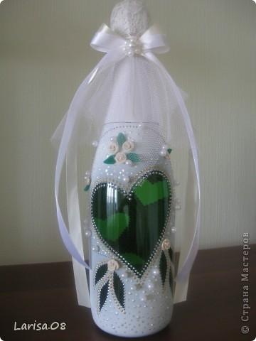 Милые мастерицы, представляю на Ваш суд новую веху в моем творчестве...Вдохновилась благодаря Вам, дорогие мои, за что огромное спасибо!!! Давно собиралась попробовать декорировать бутылочки...сделала одну..., пригласила подругу в гости...а далее пошли заказы. Эта парочка бычков уехала на свадьбу в Красноярский край. Мне очень приятно, что молодожены остались довольны!!! Колясочка с ребеночком - это салфетка, так что декупажу я не изменяю...полюбился очень. Материалы все те же, лак сверху не использовала, т.к. акрил держится очень хорошо. Хотелось-бы узнать Ваше мнение, рада буду любым советам, заранее благодарна! фото 10