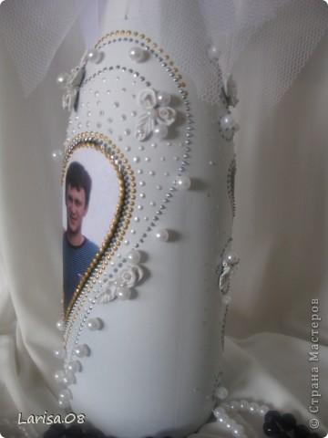 Милые мастерицы, представляю на Ваш суд новую веху в моем творчестве...Вдохновилась благодаря Вам, дорогие мои, за что огромное спасибо!!! Давно собиралась попробовать декорировать бутылочки...сделала одну..., пригласила подругу в гости...а далее пошли заказы. Эта парочка бычков уехала на свадьбу в Красноярский край. Мне очень приятно, что молодожены остались довольны!!! Колясочка с ребеночком - это салфетка, так что декупажу я не изменяю...полюбился очень. Материалы все те же, лак сверху не использовала, т.к. акрил держится очень хорошо. Хотелось-бы узнать Ваше мнение, рада буду любым советам, заранее благодарна! фото 16