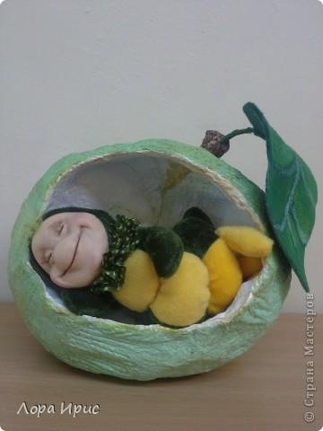 Веселый сытый червячок. Кукла выполнена на каркасе, туловище бархат, синтепон.  фото 1