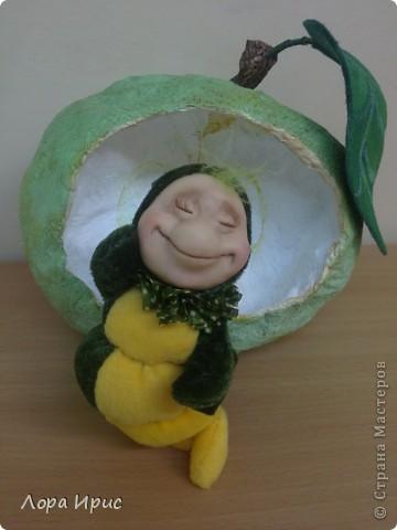 Веселый сытый червячок. Кукла выполнена на каркасе, туловище бархат, синтепон.  фото 2