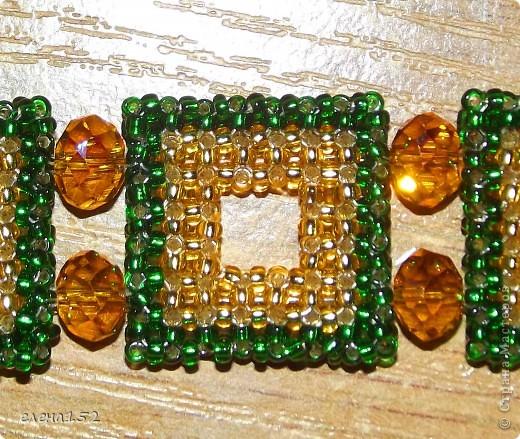 Этот браслет плетен мозаикой из чешского бисера фото 5