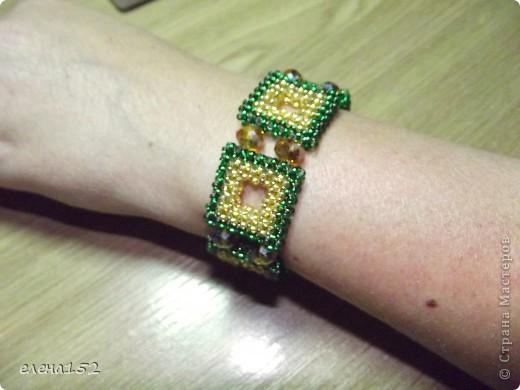 Этот браслет плетен мозаикой из чешского бисера фото 3