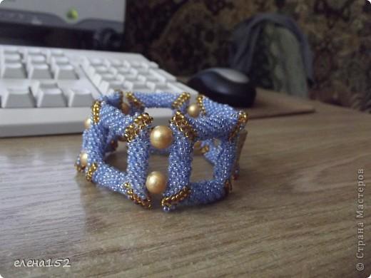 Этот браслет плетен мозаикой из чешского бисера фото 1