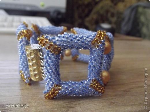 Этот браслет плетен мозаикой из чешского бисера фото 2