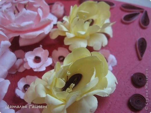 Подарочная открытка на день рождения. Конструкция мольберт. Люблю такие цветы!Попробовала сделать немного по-разному.И новые полосочки для квиллинга - так нравятся!!! фото 6