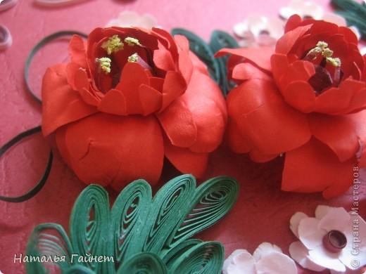 Подарочная открытка на день рождения. Конструкция мольберт. Люблю такие цветы!Попробовала сделать немного по-разному.И новые полосочки для квиллинга - так нравятся!!! фото 7