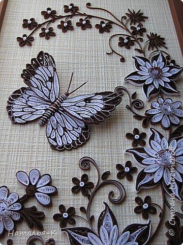 Наконец-то я пристроила свою бабочку. Ни к каким цветам она не подходила с такой окраской. Пришлось композицию исполнять в два цвета. В понедельник подарю доче на день рождения. Думаю должно понравиться моё творение. фото 3