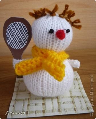 Срочно понадобилось для физкультурного форума сделать сувениры в подарок участникам. Так за 2 дня родились эти снеговички. фото 9