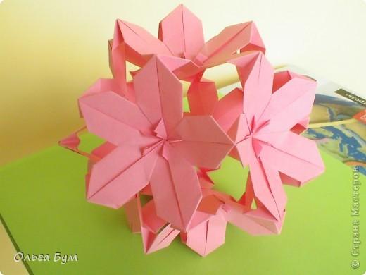 Кусудамка.  Делала по МК Евгеши  http://stranamasterov.ru/node/143987. (Нашла ссылку!) Модули 30 штук из прямоугольников 4-8см. Получилась в диаметре около 15см. Делать легко - очень понравилась. фото 3