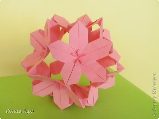 Кусудамка.  Делала по МК Евгеши  http://stranamasterov.ru/node/143987. (Нашла ссылку!) Модули 30 штук из прямоугольников 4-8см. Получилась в диаметре около 15см. Делать легко - очень понравилась. фото 2