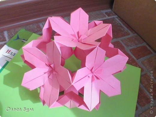 Кусудамка.  Делала по МК Евгеши  http://stranamasterov.ru/node/143987. (Нашла ссылку!) Модули 30 штук из прямоугольников 4-8см. Получилась в диаметре около 15см. Делать легко - очень понравилась. фото 1
