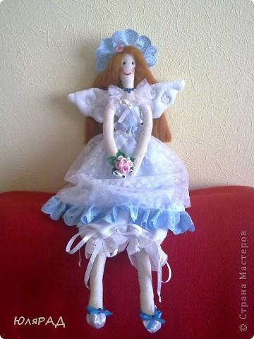 Муж подарил швейную машинку...........ну разве я смогла удержаться, чтобы что-нибудь не сшить на ней в тот же вечер))))) Так родилась моя первая тильдочка)))  фото 5