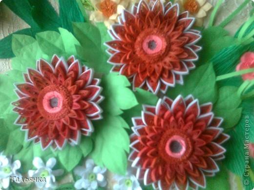 Всем здравствуйте! Я  сегодня с заказной композицией, а то всё подарки. Просили яркие цветы и я сразу решила, что буду делать герберы Ларисы Засадной, за них ей ОГРОМНОЕ СПАСИБО! И к ним, опять же благодарность Ларисе, колокольчики. Ну и маленькое цветочное сопровождение. Напишите, дорогие мастерицы, что вы думаете о композиционном решении, что бы можно было исправить? фото 7