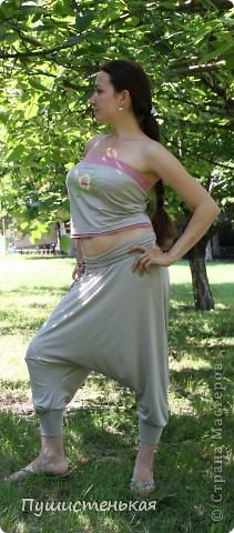 У меня обновка! Модель штанов из ШиКа 1 /2011, №16 размер 42. Маечка к ним придумалась сама, украсила ее термотрансфером. Все воплотилось в жизнь благодаря подаркам моей любимой сестрички Котофеевне.   фото 2