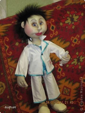 Вот такой интерн Валера появился в нашем доме.Молодой.Не врач, но уже и не студент. фото 2