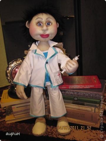Вот такой интерн Валера появился в нашем доме.Молодой.Не врач, но уже и не студент. фото 1