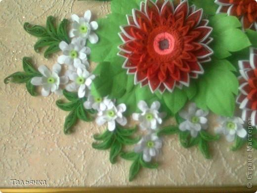 Всем здравствуйте! Я  сегодня с заказной композицией, а то всё подарки. Просили яркие цветы и я сразу решила, что буду делать герберы Ларисы Засадной, за них ей ОГРОМНОЕ СПАСИБО! И к ним, опять же благодарность Ларисе, колокольчики. Ну и маленькое цветочное сопровождение. Напишите, дорогие мастерицы, что вы думаете о композиционном решении, что бы можно было исправить? фото 3