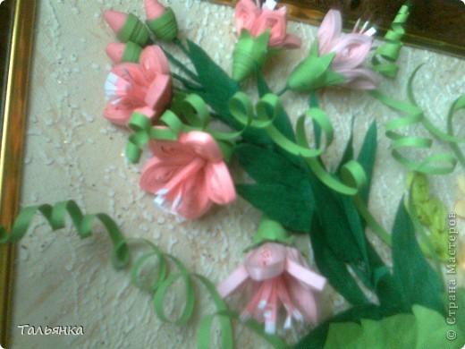 Всем здравствуйте! Я  сегодня с заказной композицией, а то всё подарки. Просили яркие цветы и я сразу решила, что буду делать герберы Ларисы Засадной, за них ей ОГРОМНОЕ СПАСИБО! И к ним, опять же благодарность Ларисе, колокольчики. Ну и маленькое цветочное сопровождение. Напишите, дорогие мастерицы, что вы думаете о композиционном решении, что бы можно было исправить? фото 6