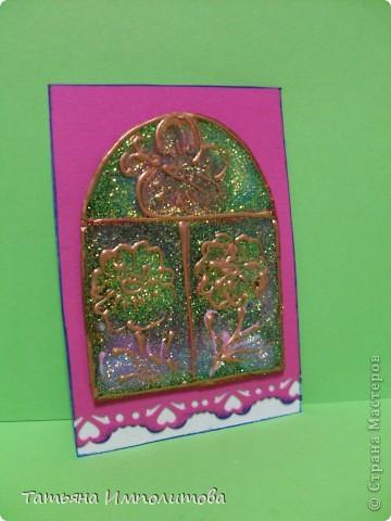 """Окна нарисованы неоновыми витражными красками и """"прилипли"""" к голографическому картону фото 3"""