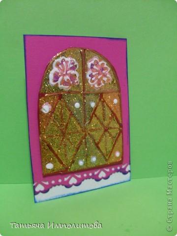 """Окна нарисованы неоновыми витражными красками и """"прилипли"""" к голографическому картону фото 7"""