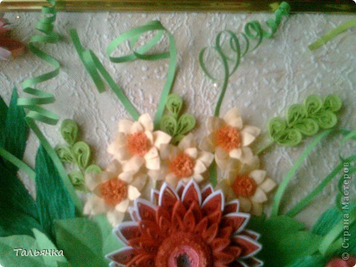 Всем здравствуйте! Я  сегодня с заказной композицией, а то всё подарки. Просили яркие цветы и я сразу решила, что буду делать герберы Ларисы Засадной, за них ей ОГРОМНОЕ СПАСИБО! И к ним, опять же благодарность Ларисе, колокольчики. Ну и маленькое цветочное сопровождение. Напишите, дорогие мастерицы, что вы думаете о композиционном решении, что бы можно было исправить? фото 2
