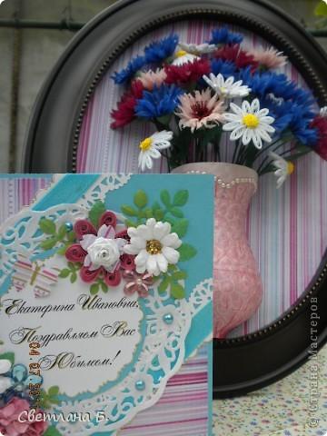 Всем привет! У меня сегодня открыточка  к  юбилею замечательной женщины, мамы моих подружек. От панно с васильками остался кусочек симпатичной бумаги, и мне захотелось сделать комплект к нему.  фото 8